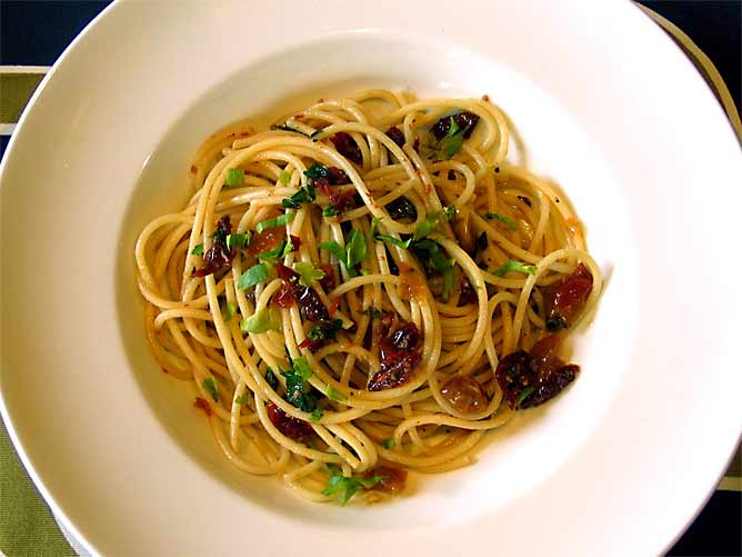 Spaghetti with Garlic, Chili & Oven-Dried Tomatoes
